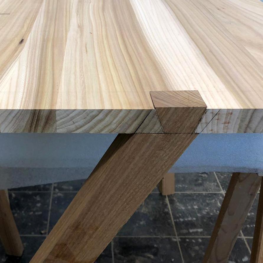 Verarbeitung eines Tischbeines