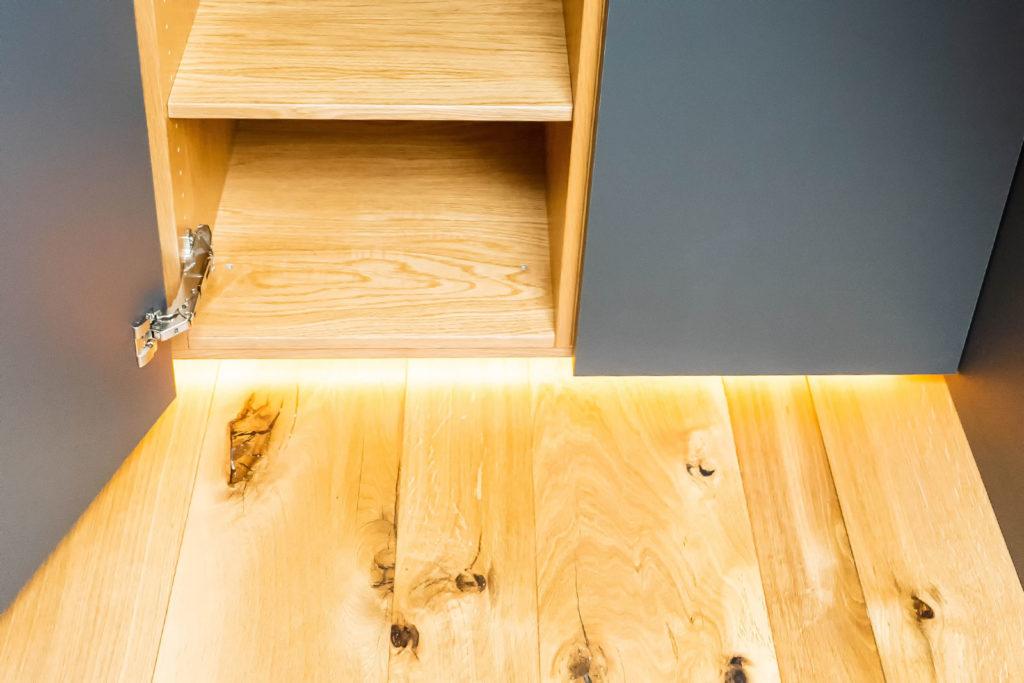 Badmöbelschrank mit unterer LED Leuchte