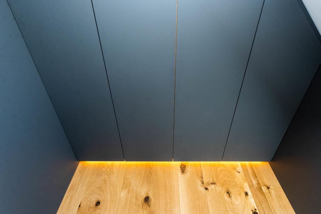 Badmöbel Schrank mit LED Licht-Leiste